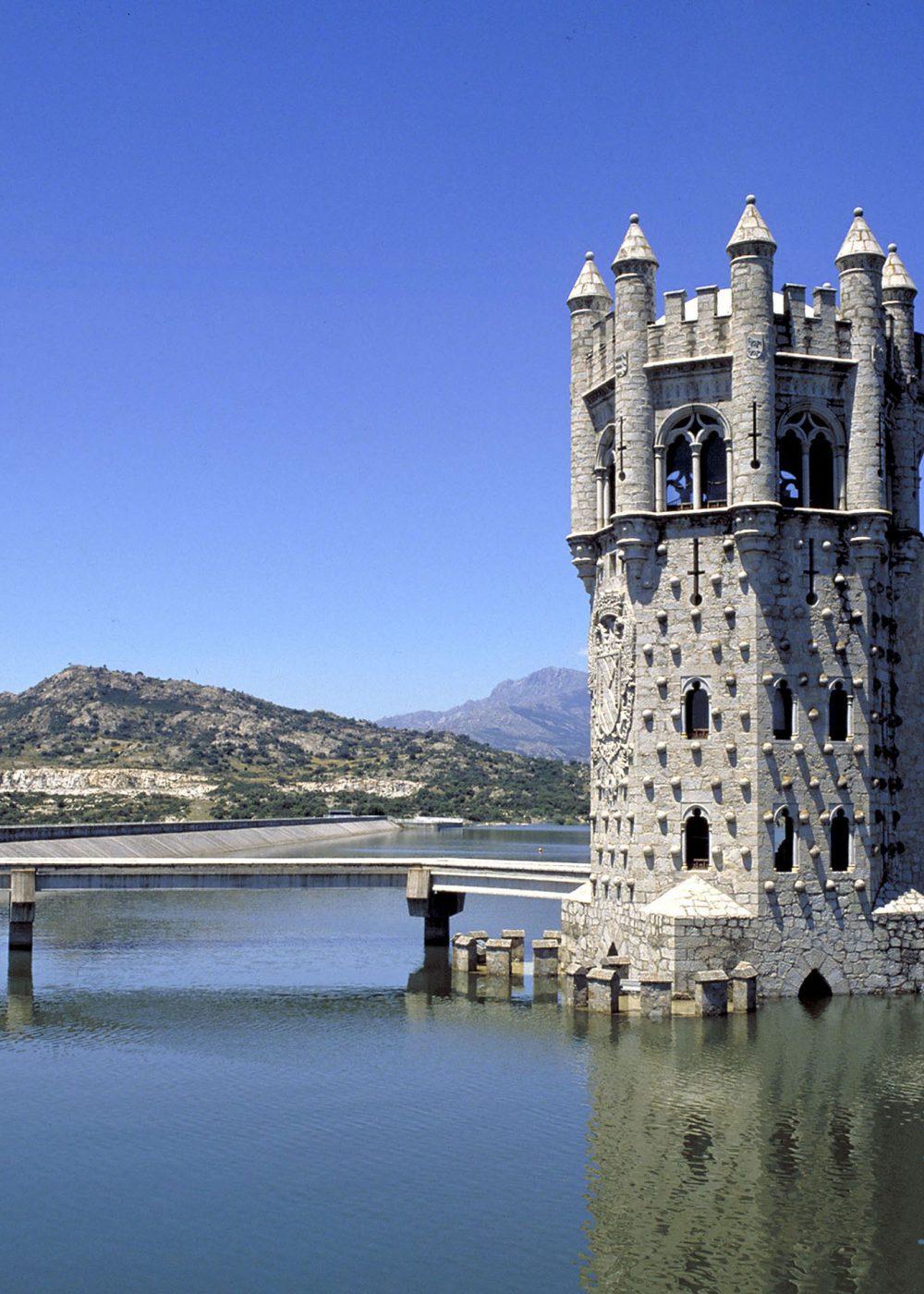 Canal de Isabel II, Embalse de Manzanares el Real (torre de toma)